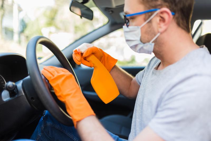 5 passos para desinfetar o seu veículo com quaternário de amônio